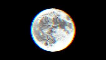 Una luna llena vista desde la Tierra