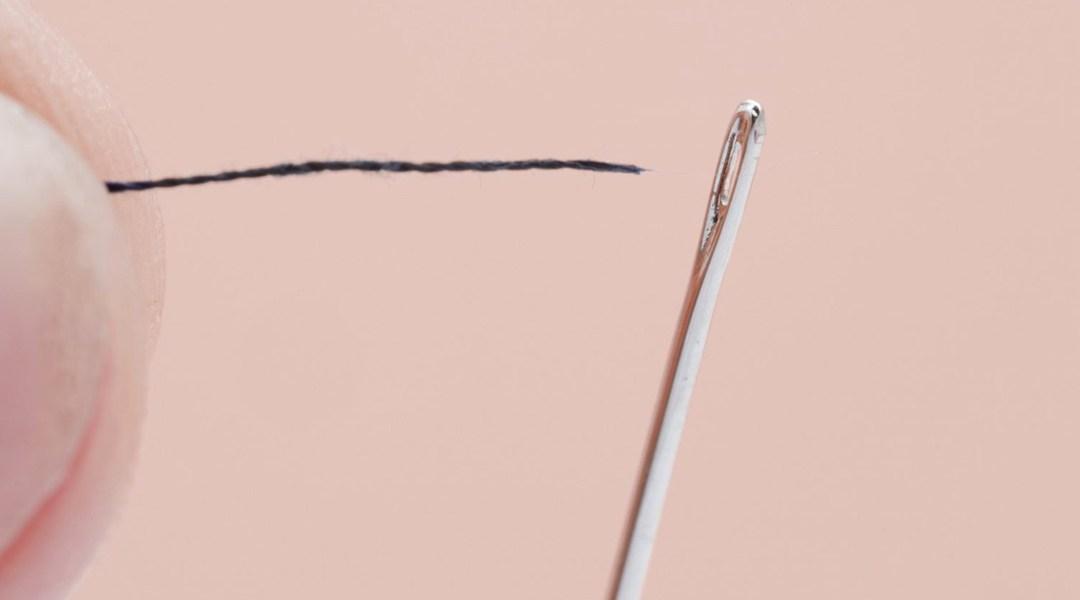 Video revela la mejor forma de pasar un hilo por una aguja