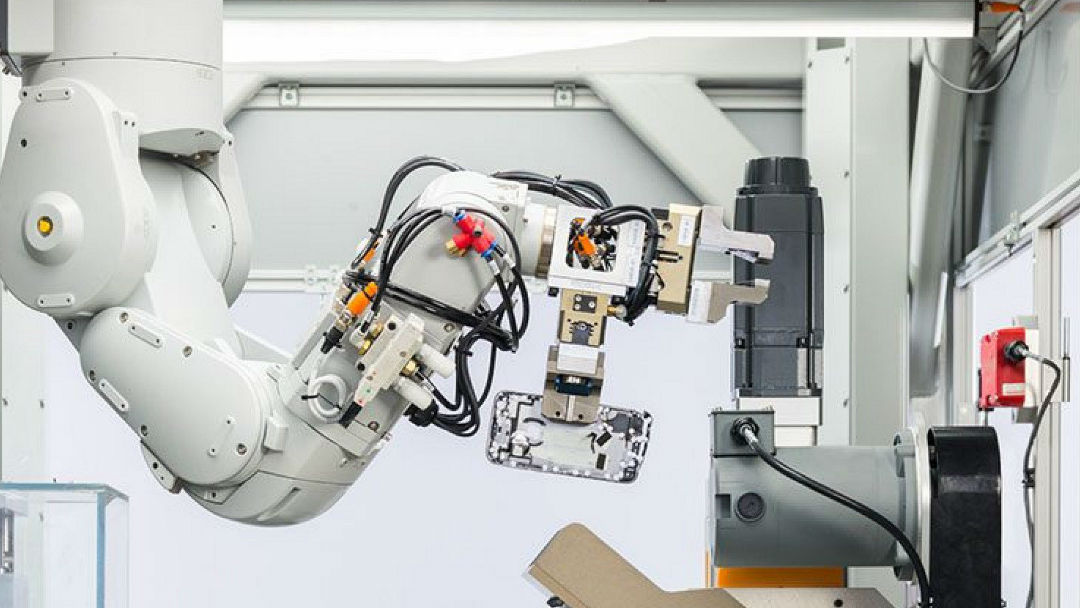 robot-apple-daisy-desarma-200-iphone