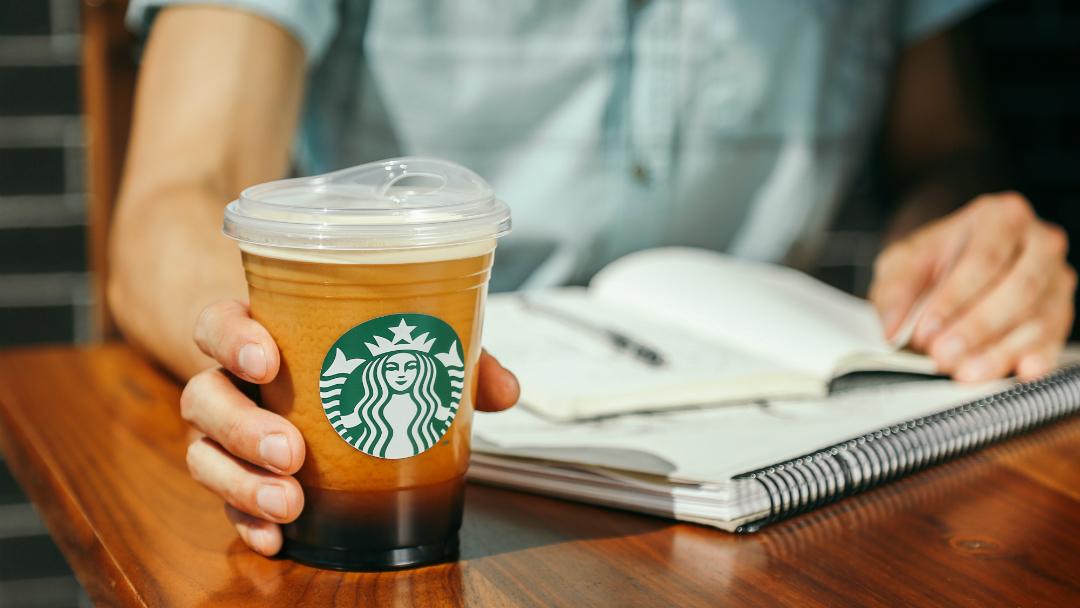 Starbucks le dirá adiós a los popotes en todos sus productos