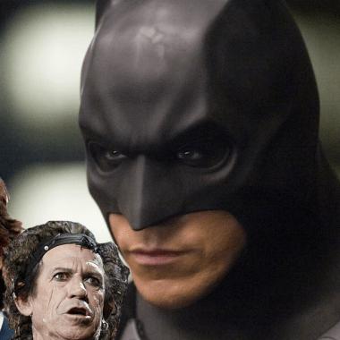 Batman viendo fijamente a los Rolling Stones