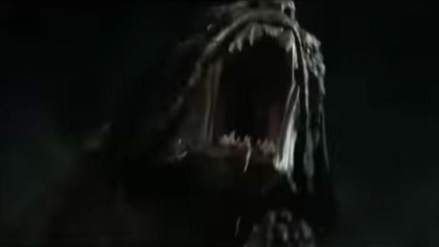 Escena de The Predator con el perro depredador
