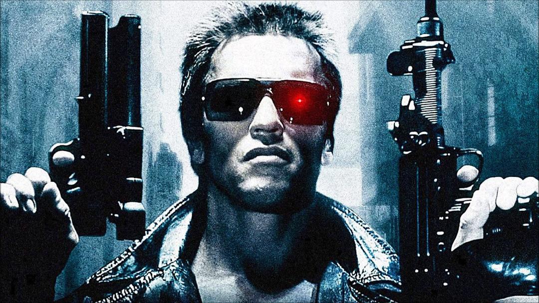 Arnold Schwarzenegger publica foto entrenando al nuevo Terminator