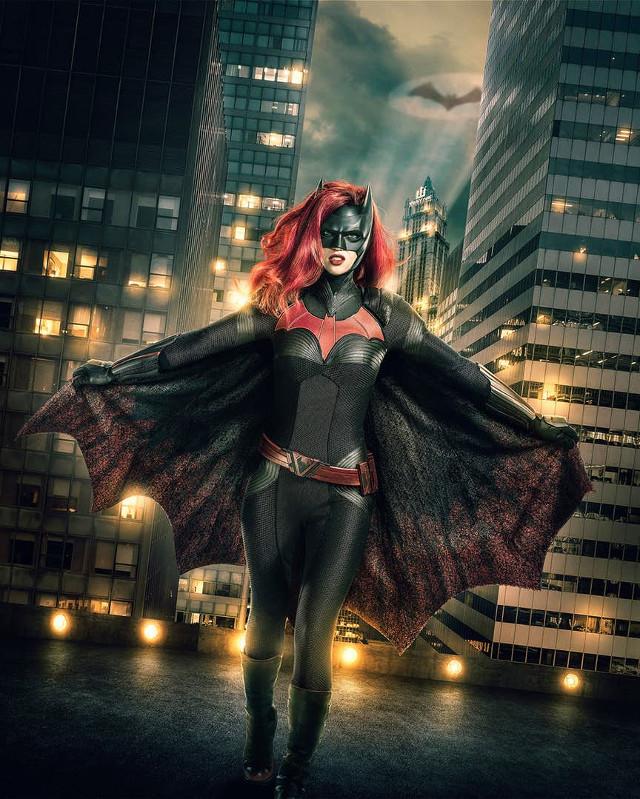 Batwoman: Ruby Rose sorprende en su primera imagen como la superheroína