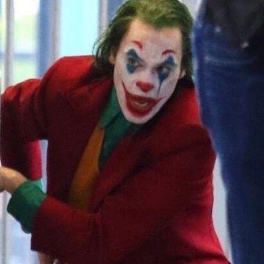 Joaquin Phoenix siembra el caos en video filtrado del Joker