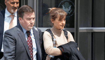 Alison Mack se declara culpable