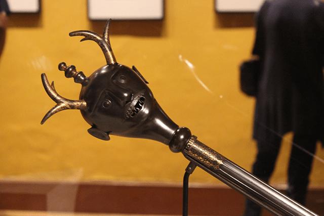 """Maso de un caballero medieval. Parte de la exposición """"Lo Terrenal y lo Divino"""" / Colegio de San Ildefonso (Edgar Olivares)"""