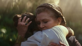 Star Wars-Ridley, Fisher-Abrazo