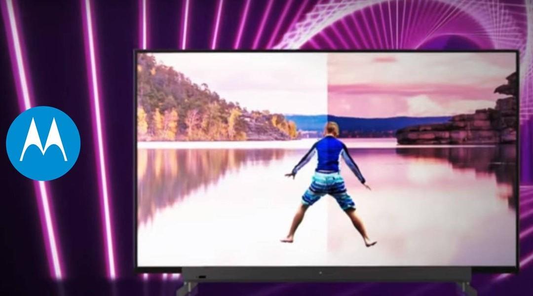 Smart TV de Motorola logo de motorola en fondo morado