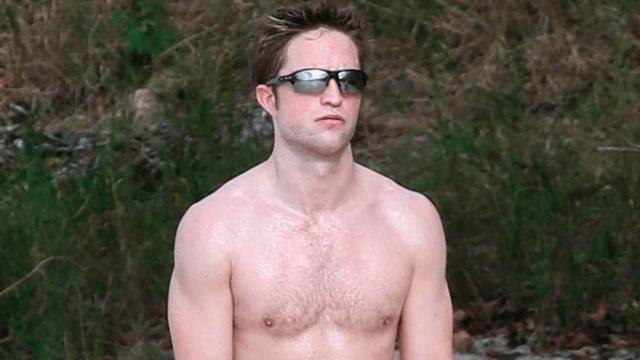 Robert Pattinson sin camisa