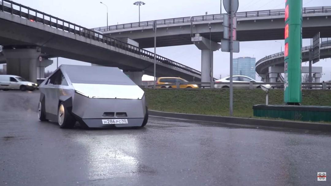 Rusos crean una copia de Cybertruck