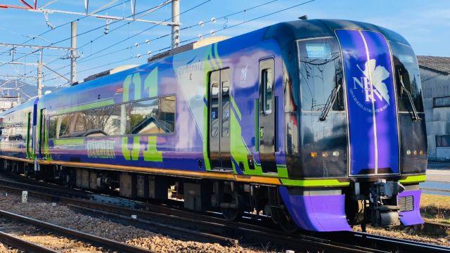 Japón estrena metro neon genesis evangelion