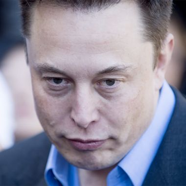 Elon Musk triste y flaco, ojeroso