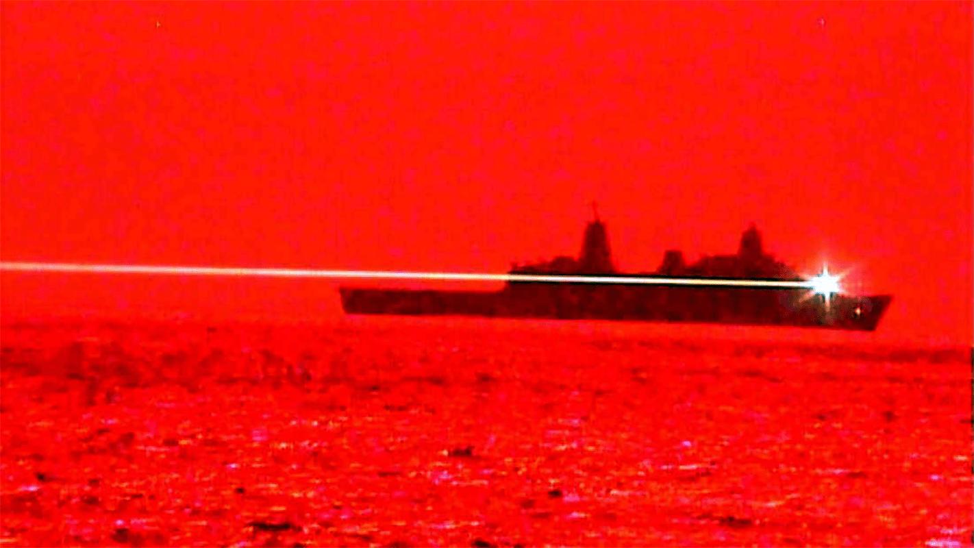 Marina de EE. UU. realiza una prueba de armas láser