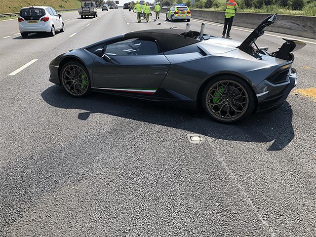 Compra un Lamborghini y lo choca en 20 minutos