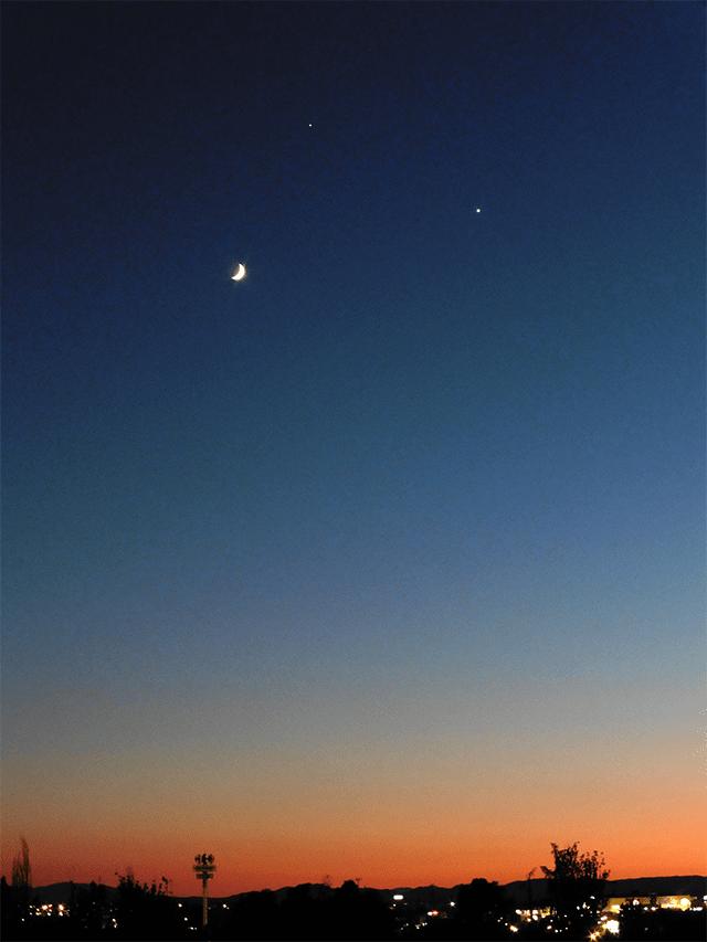 Ejemplo de una conjuncion entre la Luna, Jupiter y Venus