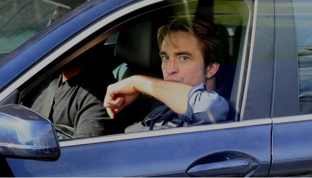 Fotograma de John David Washington y Robert Pattinson
