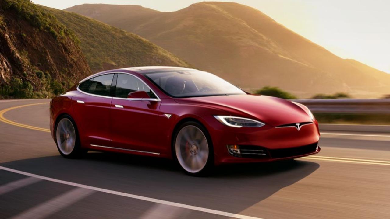 Tesla Model S rompe récord de velocidad en circuito de carreras de Laguna Seca
