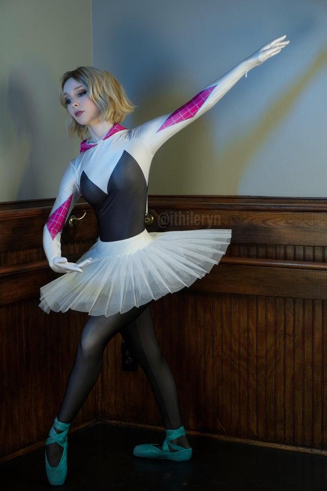 cosplay de spider gwen bailarina