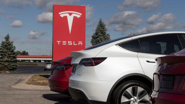 Tesla presenta Boombox para emitir sonidos raros