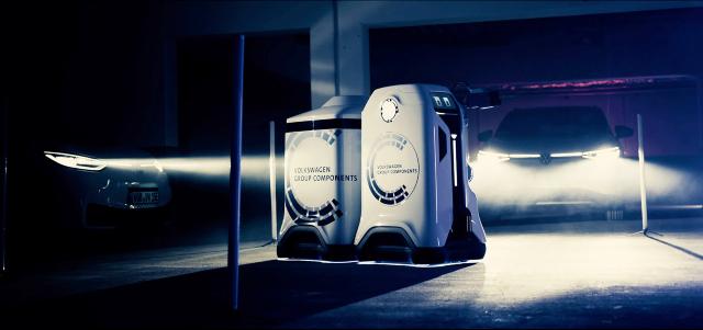 Volkswagen presenta su robot de carga autónomo