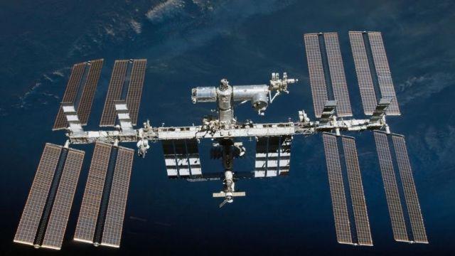 Roscosmos cree que un meteorito causó la grieta en la ISS