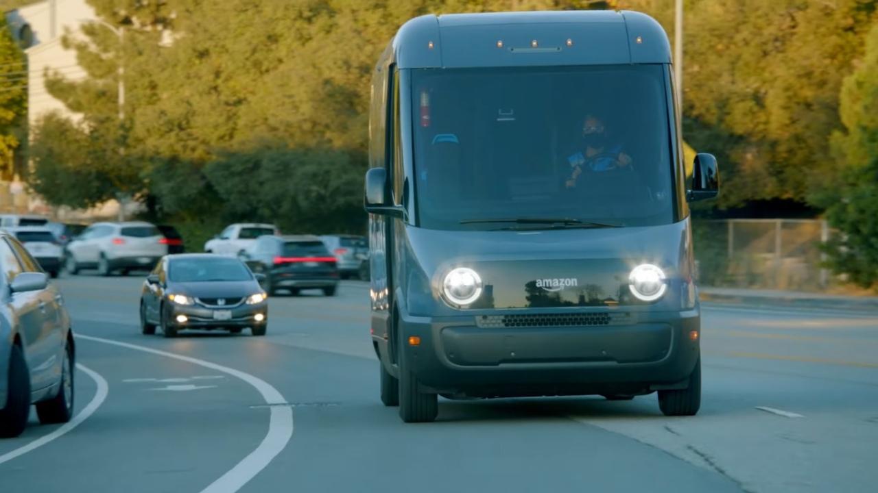 Amazon pone en funcionamiento sus vehículos eléctricos de entrega