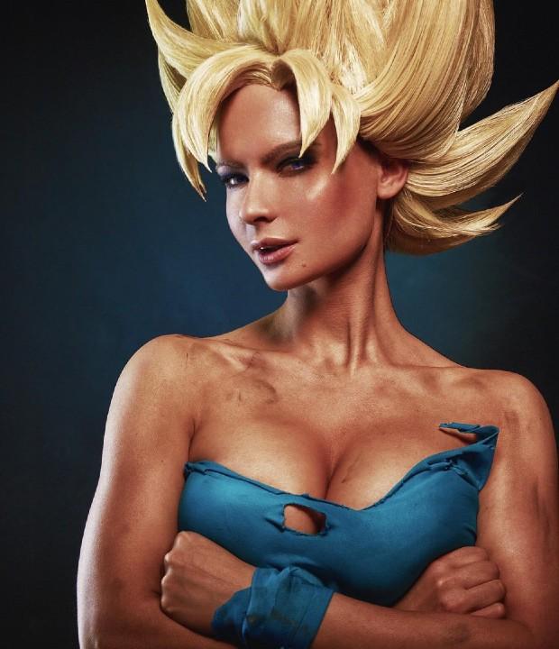 Dragon Ball: Cosplayer saca el lado más femenino de Goku Súper Saiyajin con este asombroso traje