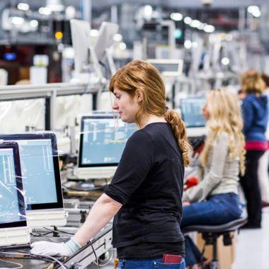 Apple seguridad empleados evitar filtraciones fábricas