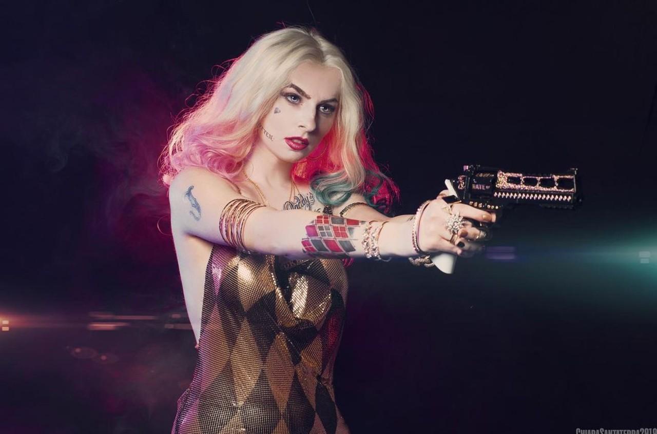 DC Comics: Cosplayer recrea uno de los atuendos más exóticos de Harley Quinn