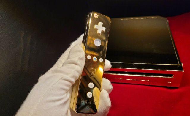 Así venden la Wii de oro de la Reina Isabel II