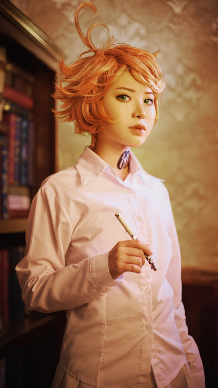 emma the promised neverland cosplay pluma
