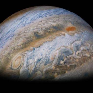 Telescopio captura nuevas e inusuales fotografías de Júpiter