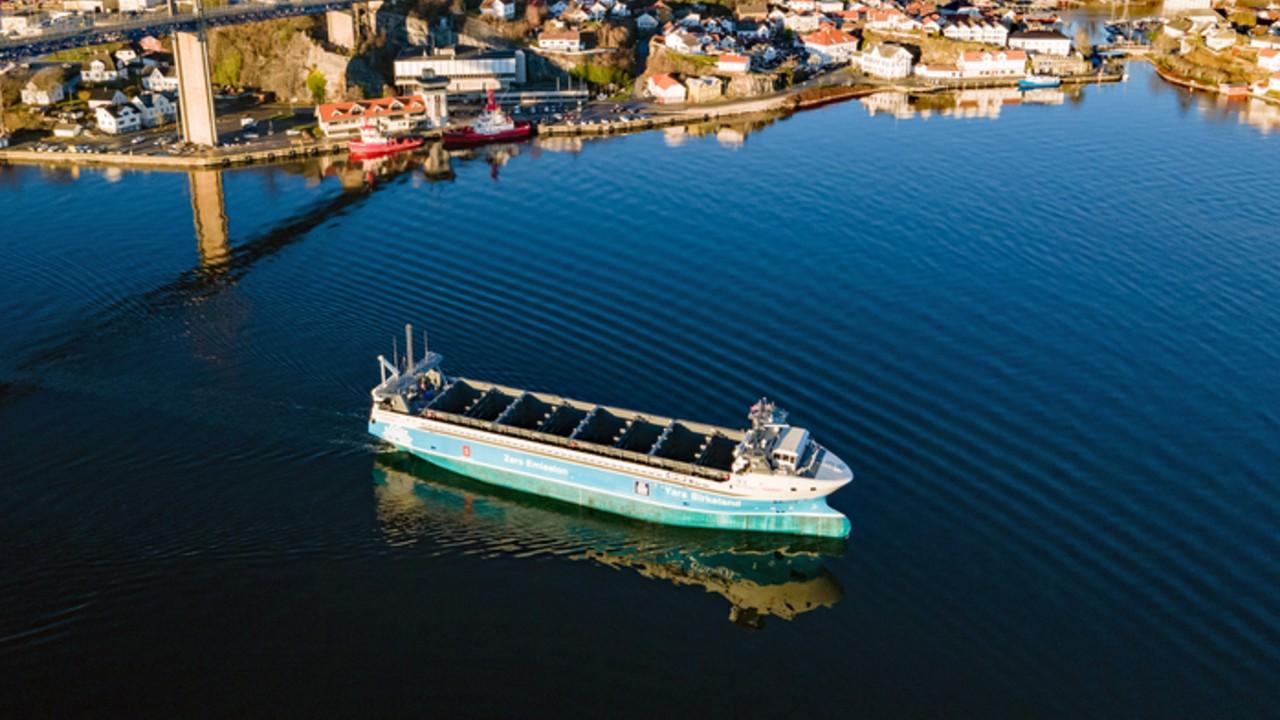barco electrico noruega tesla diesel