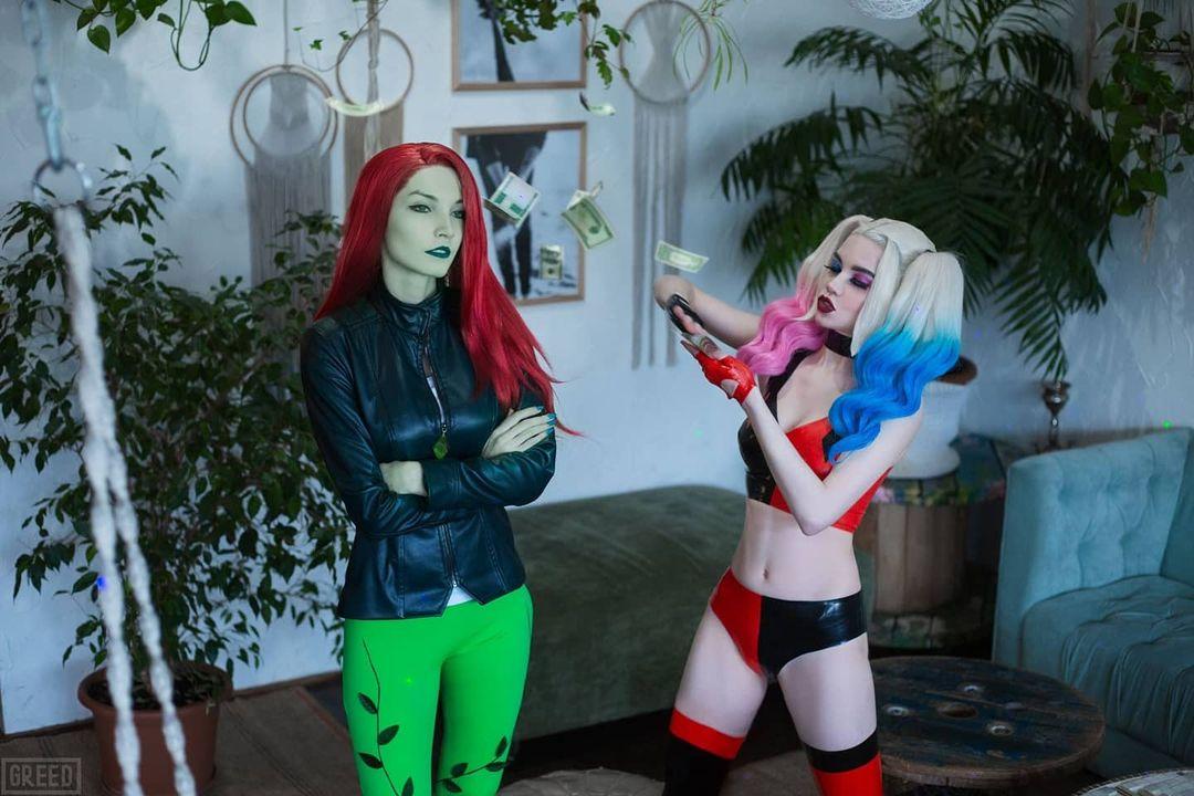 DC Comics: Cosplayers recrean una escena entre Harley Quinn y Poison Ivy