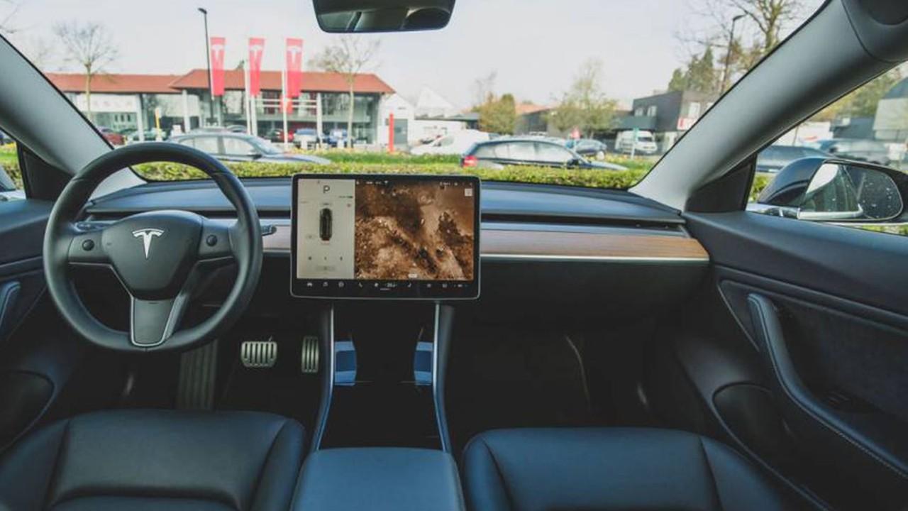 Tesla autopilot investigacion accidentes