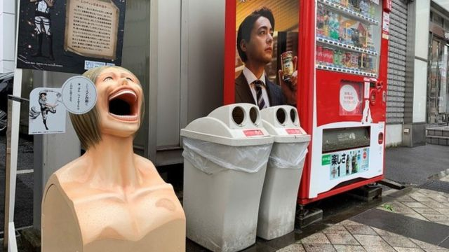 reciclaje botes shingeki no kyojin japón