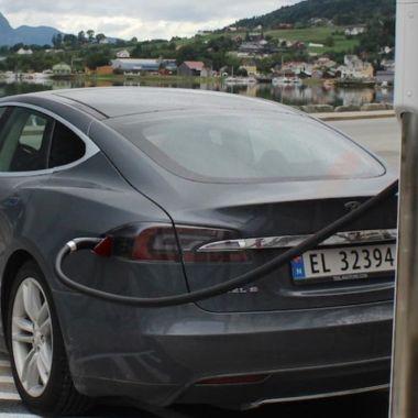 Rivian vs Tesla demanda robo secretos baterias