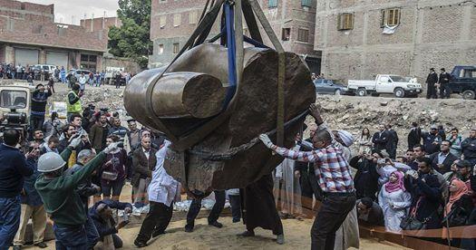 Arqueólogos recuperan la segunda mitad de la gigantesca estatua del faraón Ramsés II