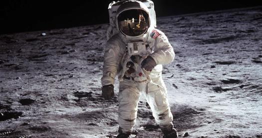 Buzz Aldrin confirmó ver dos Ovnis en la Luna