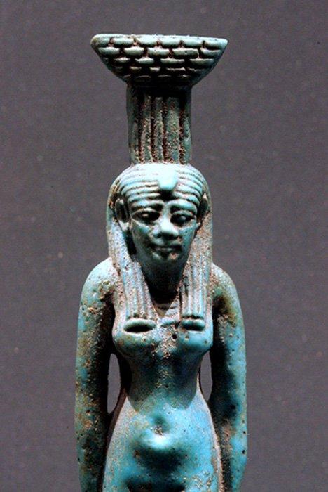 Neftis, Museo del Louvre, París, Francia.
