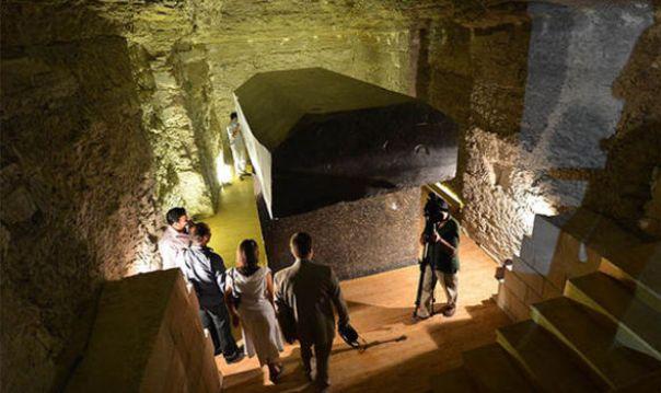 Se cree que las tumbas son los lugares de enterramiento de los toros Apis, adorados como deidades en el Antiguo Egipto.