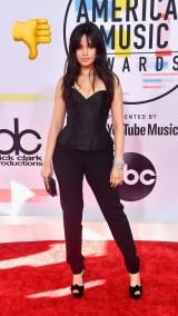 Camila Cabello: Conjunto negro de corsé y pantalones ajustados en negro de Armani privé