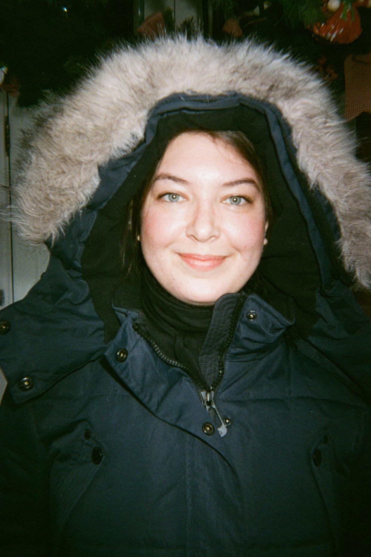Emmy en manteau Noize bleu au Canada à Toronto