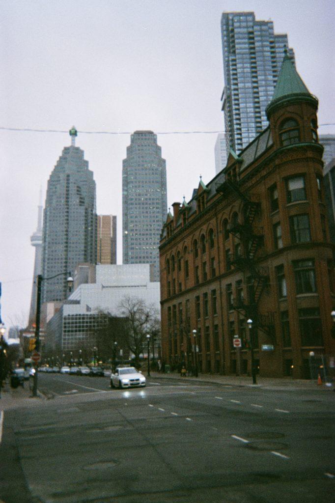Flatiron à Toronto jour gris et automnal