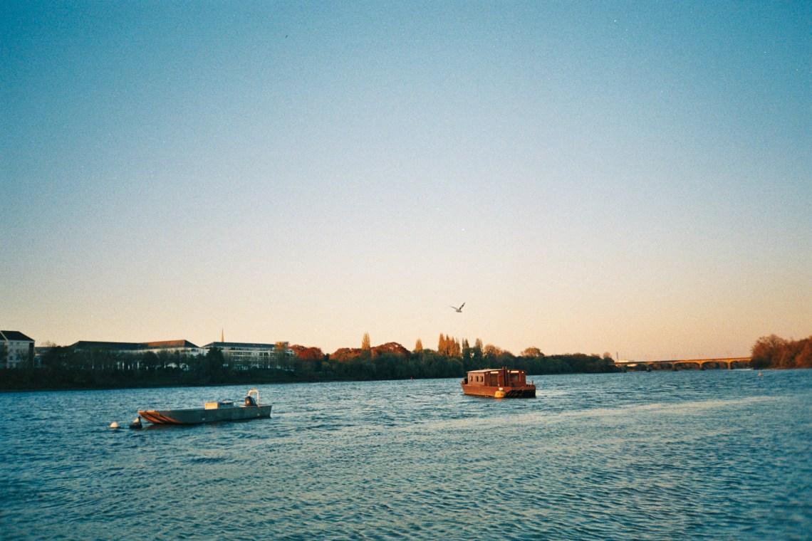 Promenade de fin de journée pour admirer le coucher de soleil sur la Loire à Nantes