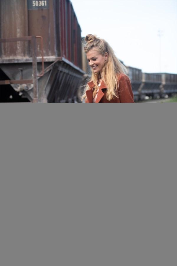 Notre superbe manteau Buffalo made in France a été réalisé en atelier d'insertion. Un manteau long pour femme responsable et stylé à la fois !