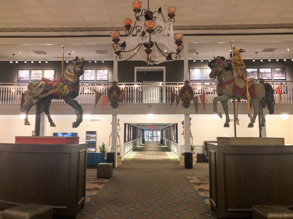 Hotel Breakers lobby