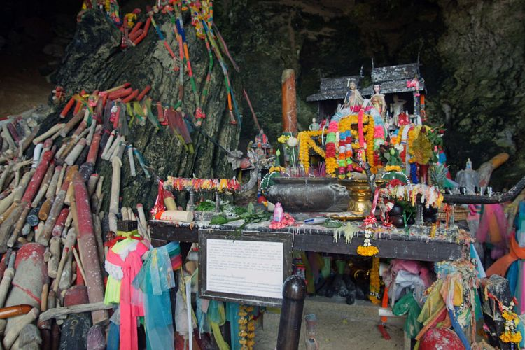 Phallic Shrine, Bangkok | ©kallerna / Wikimedia Commons