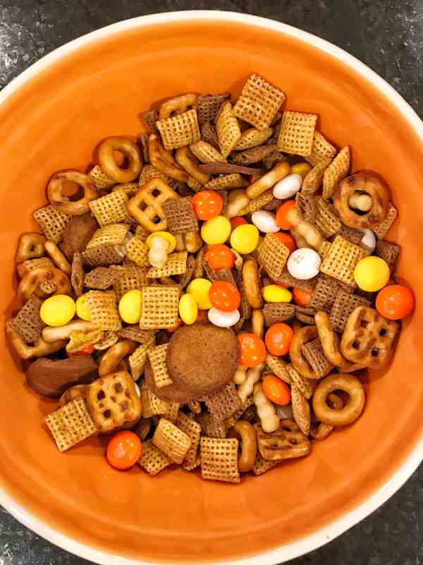 Halloween Trail Mix #snacks #treats #kidfriendly